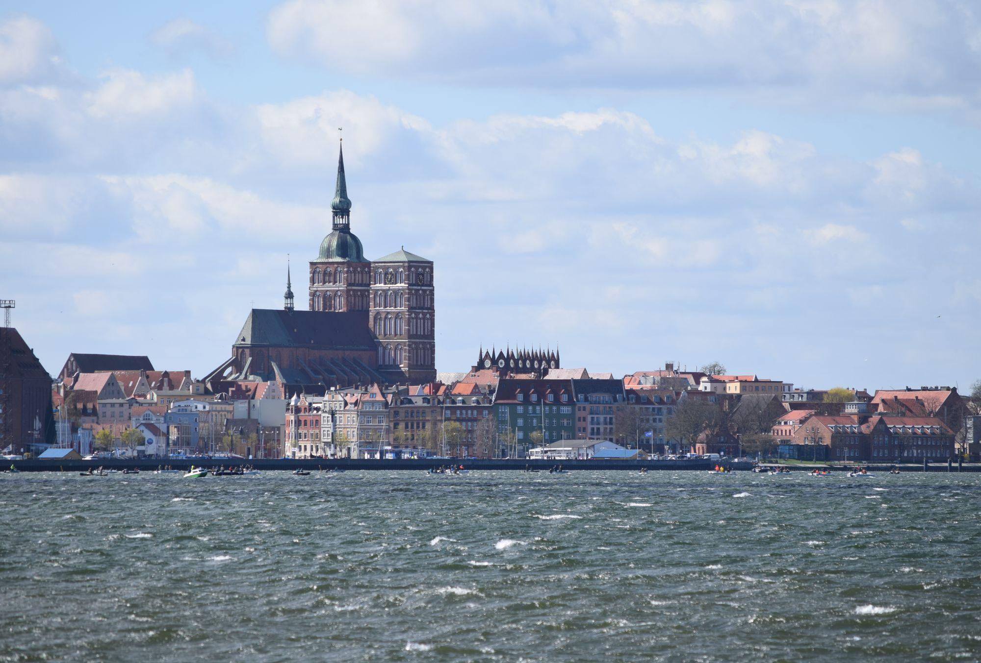 Stralsund från ön Rügen.