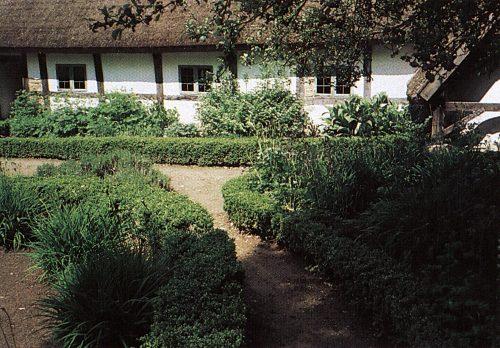 allmogeträdgården, gångar