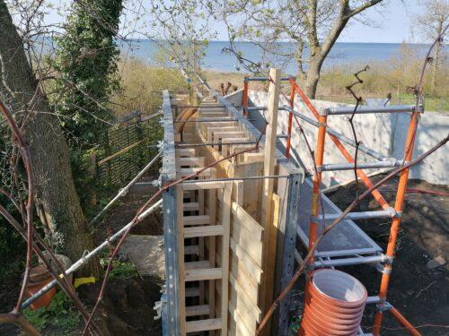 Snart dags för nedersta terrassmuren