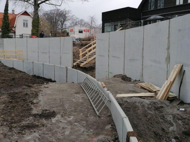 Andra stödmuren på plats